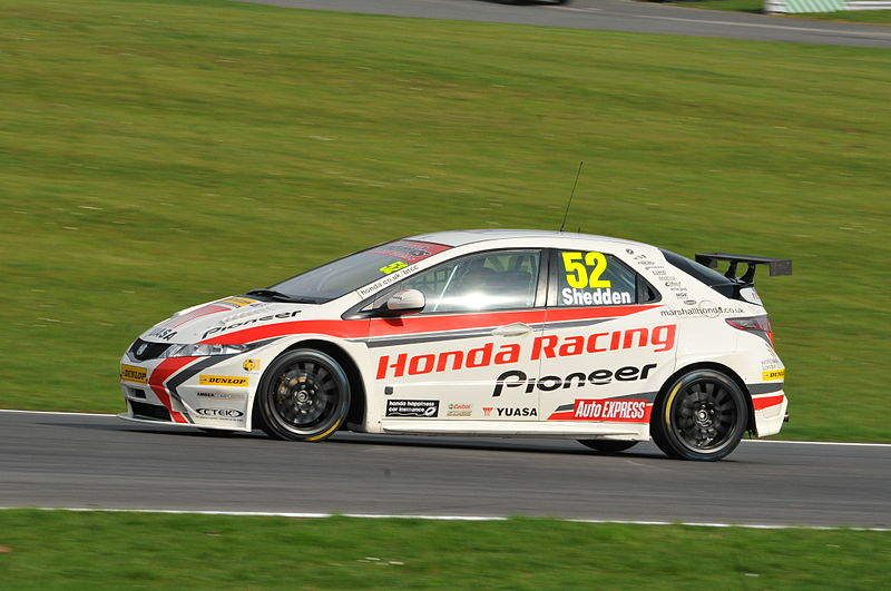 800px-Gordon_Shedden_BTCC_Brands_Hatch_2011
